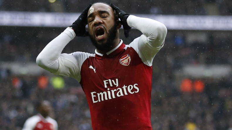Lacazette out 4-6 weeks with knee injury