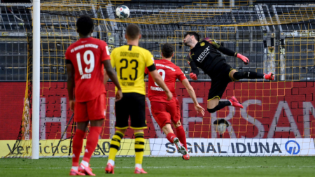 Bayern Munich take big step toward another title by sinking Dortmund